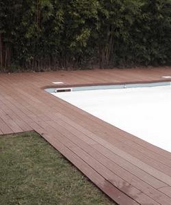 parquet français terrasse en bois bord de piscine sur mesure menuiserie desgranges
