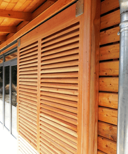 fabricant poseur brises soleil persienne travail du bois