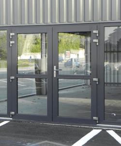 menuisier fabricant huisserie porte française pour garage en pvc