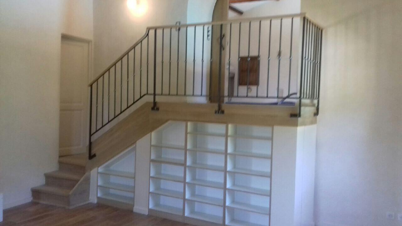 Descente d'escalier avec balcon Aubenas